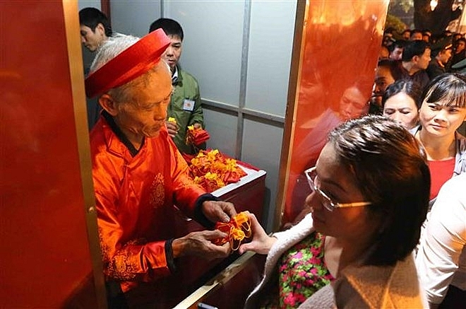 northern festivals remembering tran dynasty draw public crowds