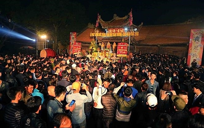 northern festivals remembering tran dynasty draw public crowds