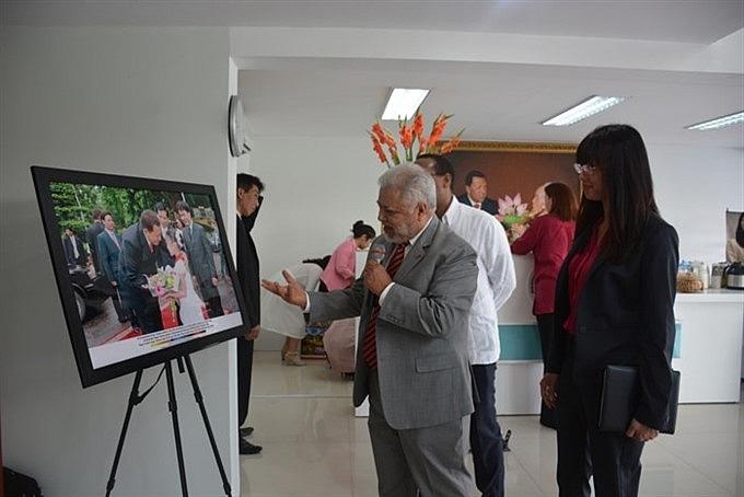 photos depict friendship between venezuela and vn