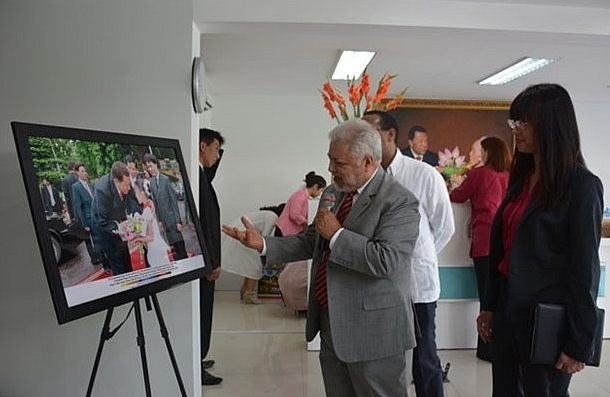 photos depict friendship between venezuela and vn