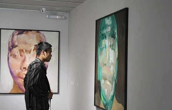 artist explores the soul through distorted faces