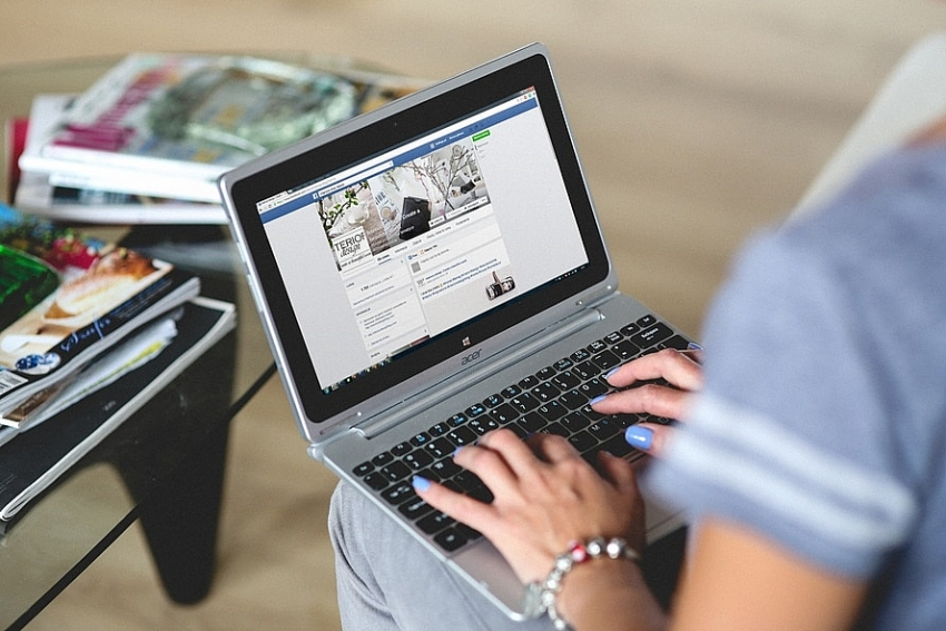 e commerce platforms line up to fill facebooks boots