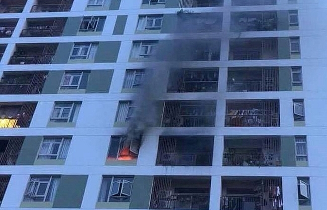capitaland apartment catches fire hundreds fled