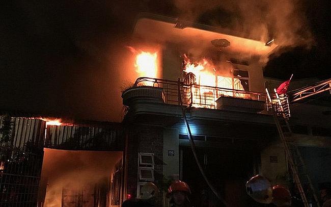 electronic warehouse caught fire in ninh thuan