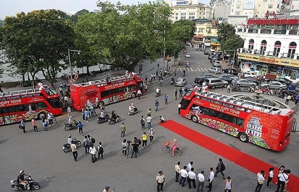 double decker buses fail to arouse hanoi