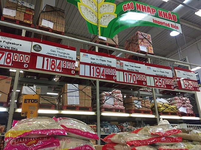 foreign retailers selling goods without permission in vietnam