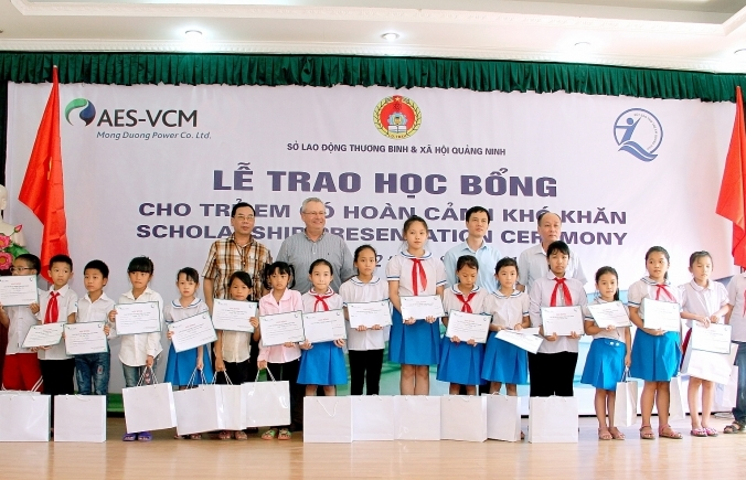aes vcm mong duong power presents 150 scholarships to disadvantaged children