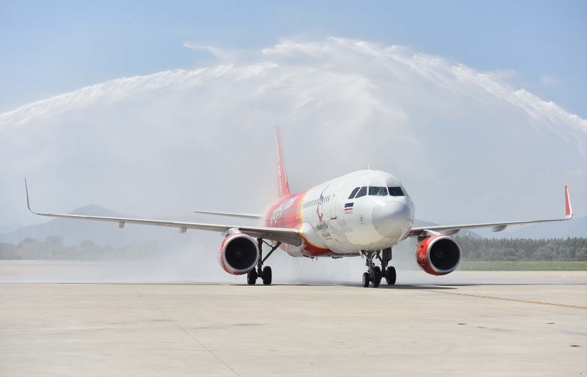 vietjet celebrates first flight from bangkok to danang