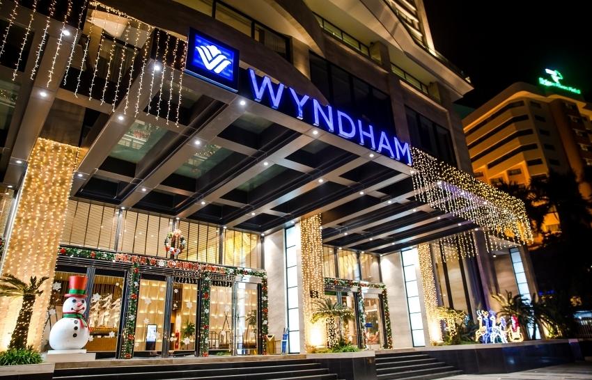 celebrate christmas at wyndham legend halong
