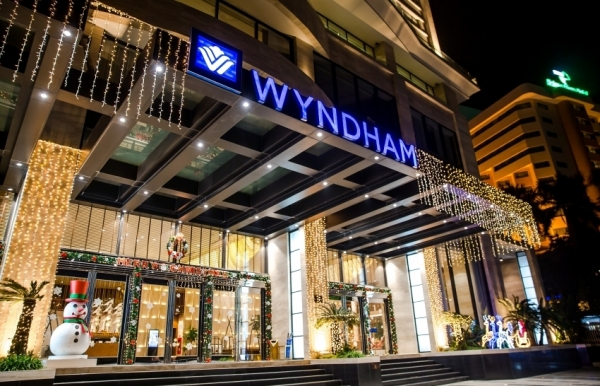 celebrate christmas at wyndham legend halong