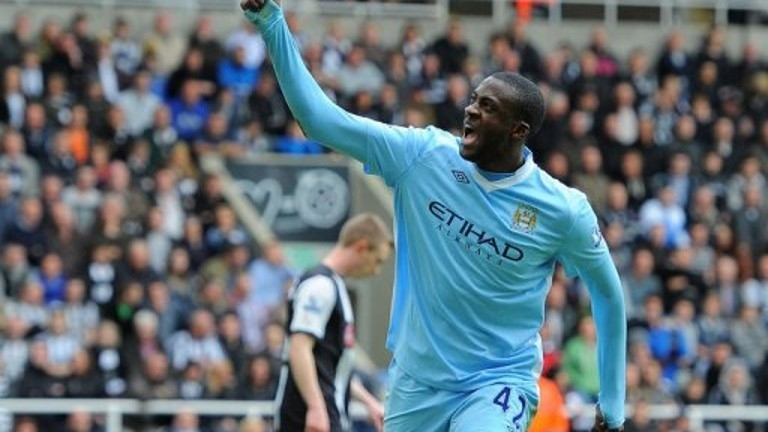 City's Toure signs new contract