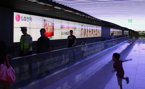 3D video wall and 84-inch ultra HD multi-touch signage headline LG's signage lineup at CES