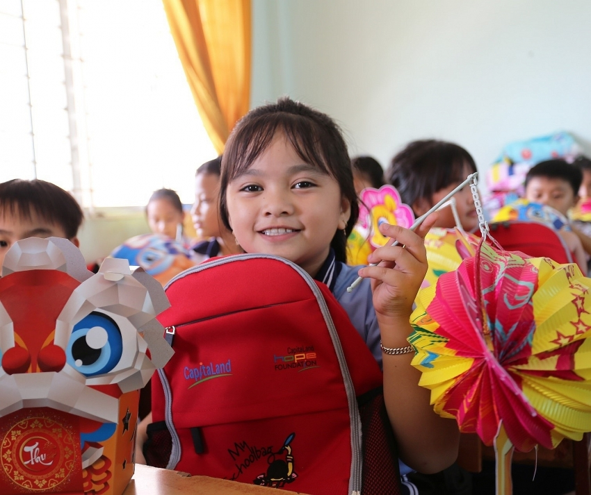 capitaland delivers gifts and bursary to more than 1400 students in autumn festival