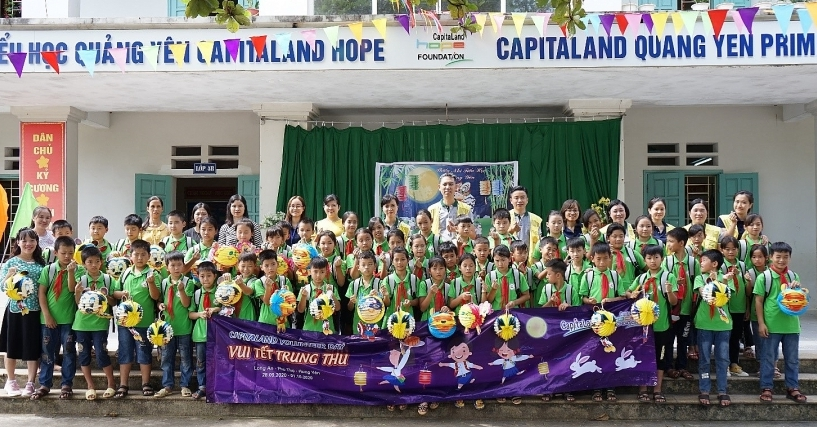 CapitaLand delivers gifts and bursary to more than 1,400 students in Autumn festival