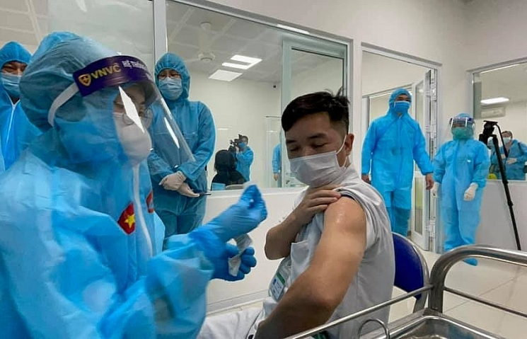 No side effects reported in Vietnam's first COVID-19 vaccination