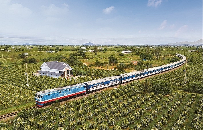 vietnam railways only operates a couple of trains from april 1 on covid 19 fight