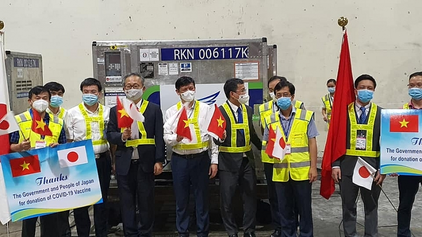 Nearly one million doses of COVID-19 vaccine donated by Japan arrive in Vietnam