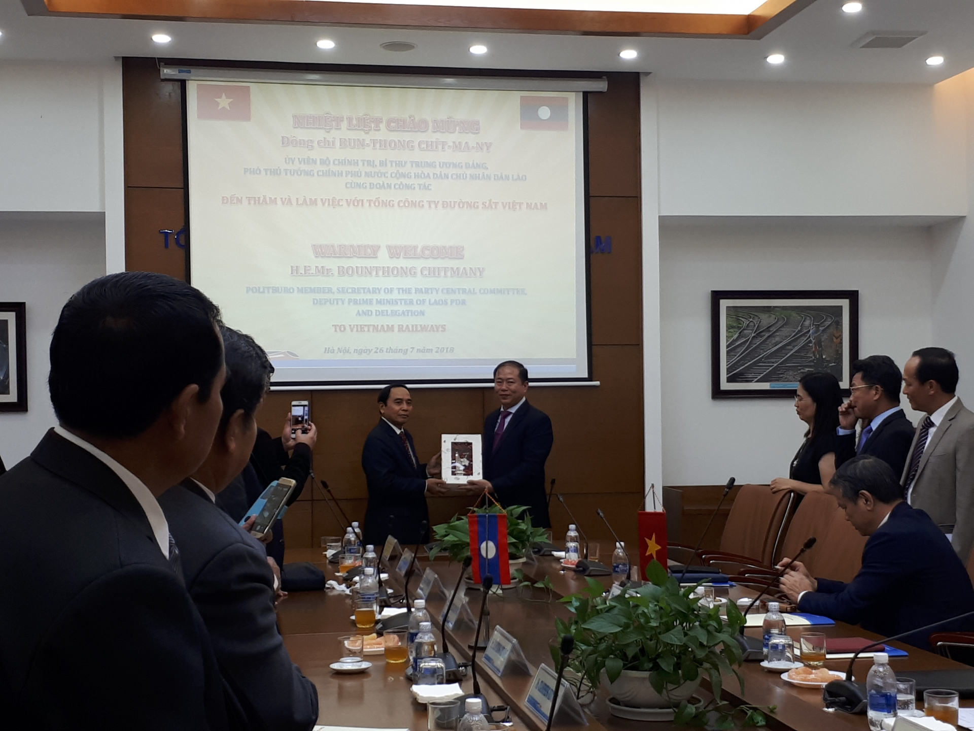 Laos learns about experience of Vietnam's railway development