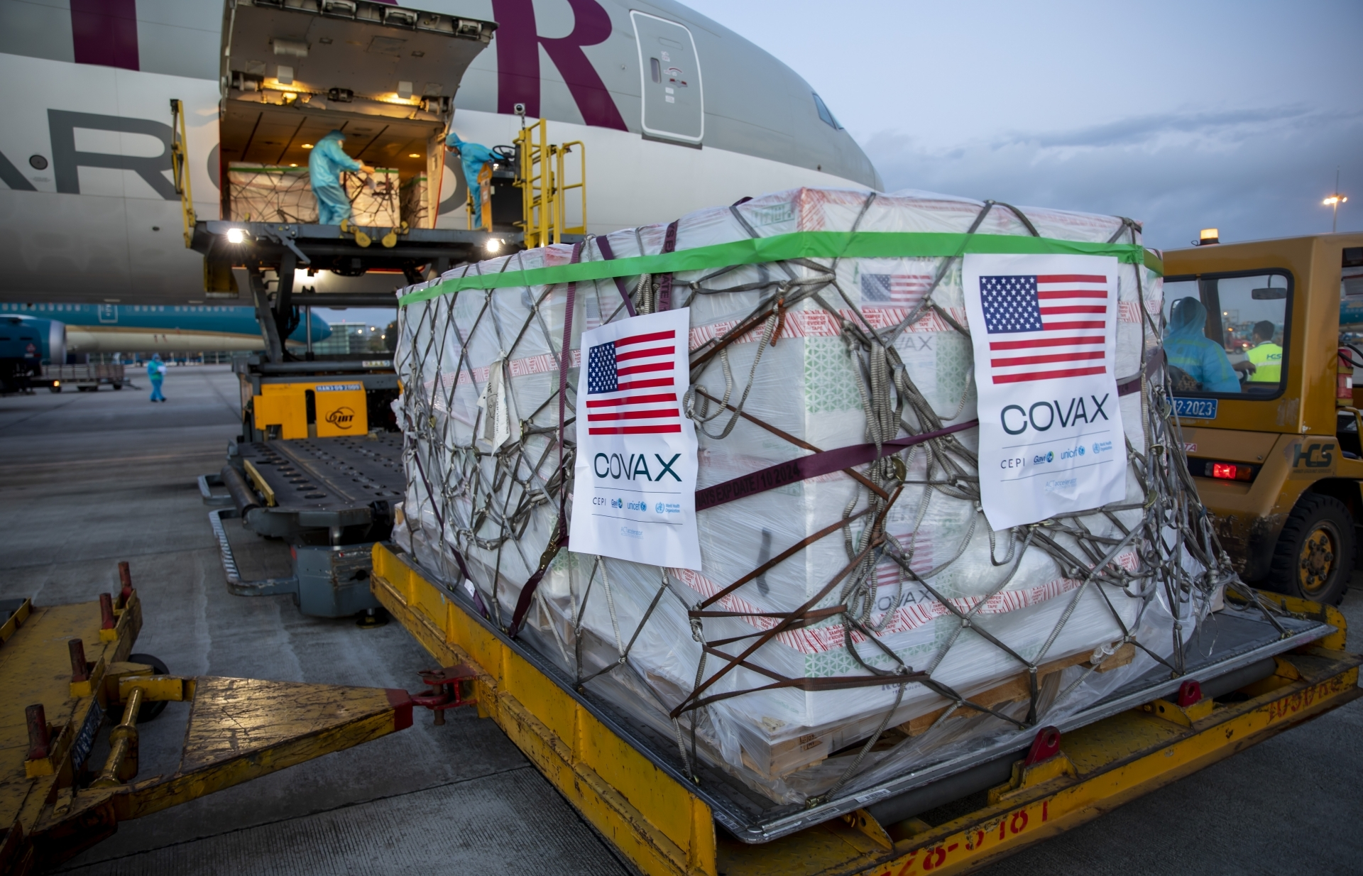 Over two million doses of Moderna COVID-19 vaccines arrive in Vietnam