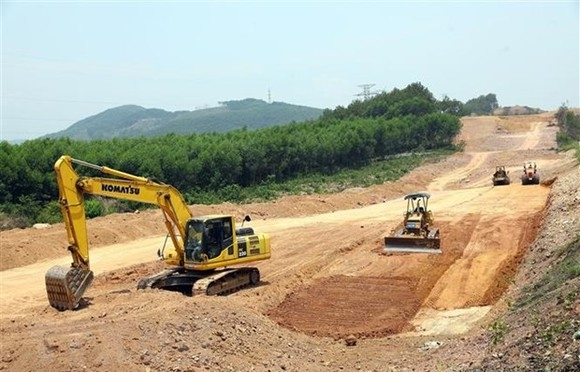 Government asks provinces to ensure sufficient materials for North-South Expressway
