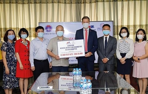 EuroCham presents 12,000 test kits for COVID-19 fight in Vietnam