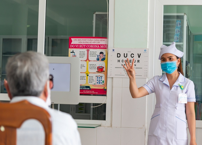 Stakeholders help improve accessibility of eye health services in Vietnam