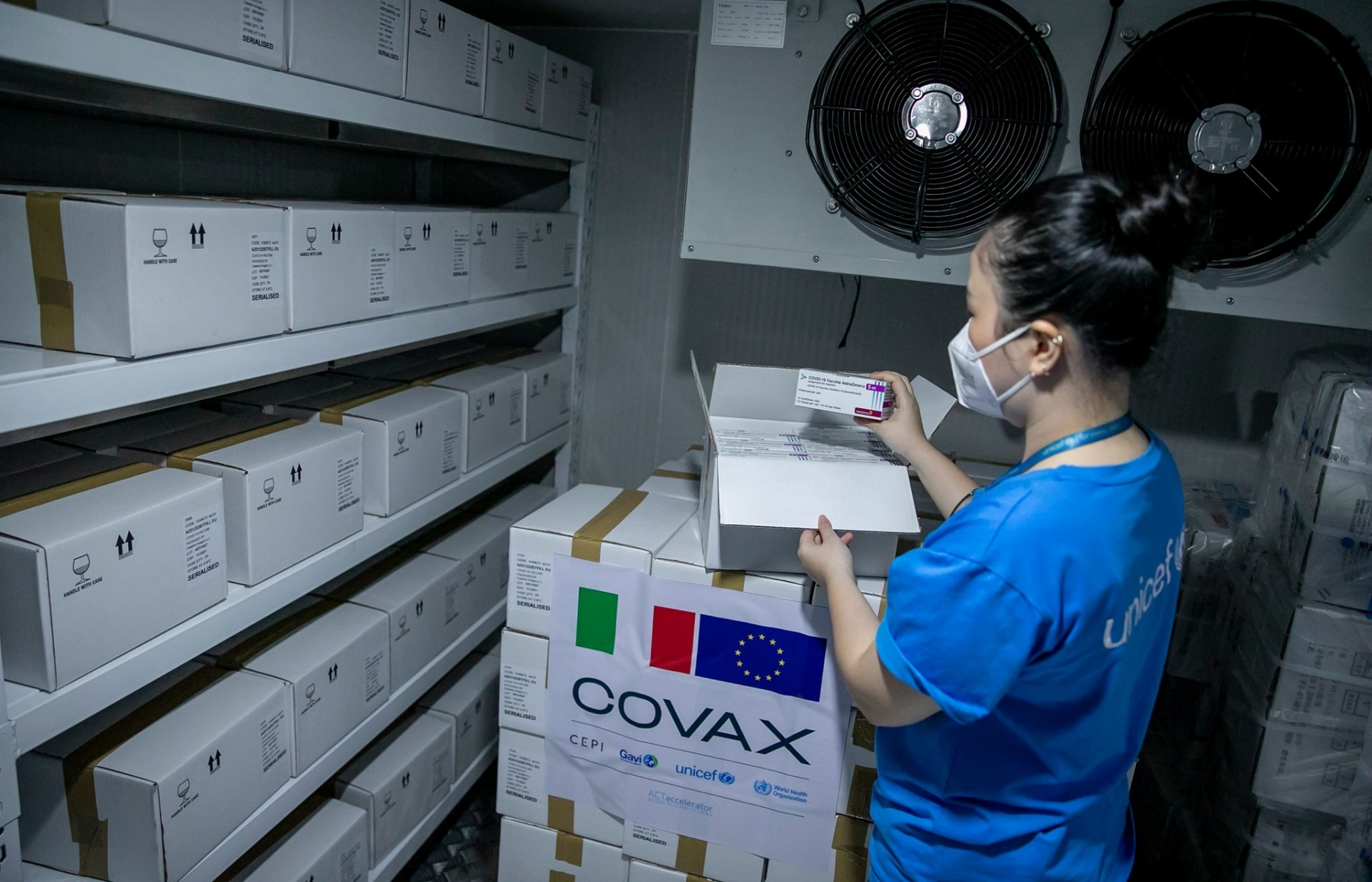 Vietnam receives nearly 1.5 million doses of COVID-19 vaccines from France and Italy