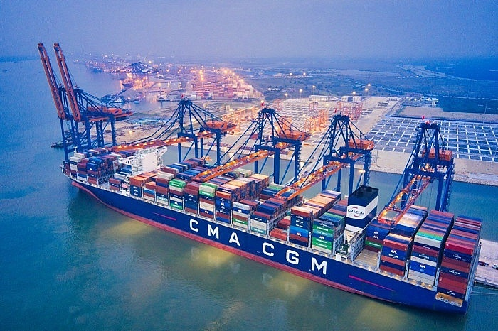 First foreign shipping line pledges not to increase container freight rates
