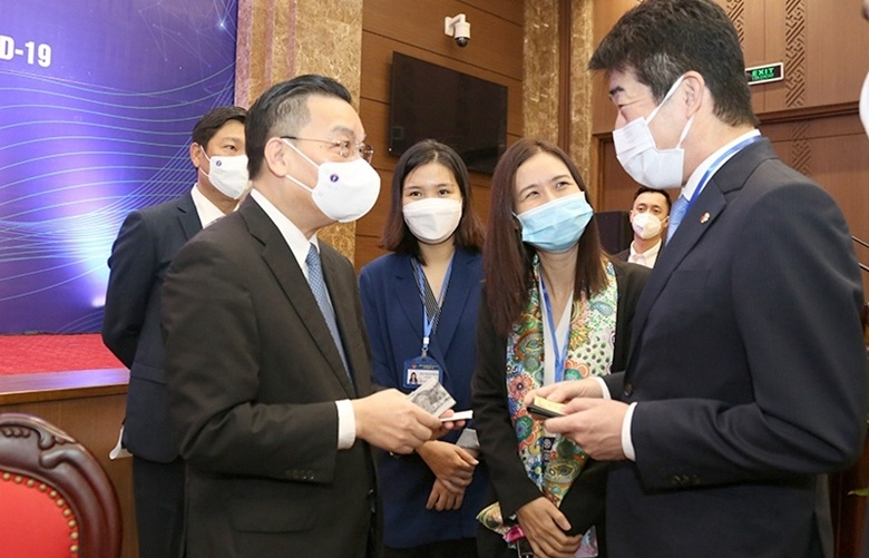 Hanoi holds dialogue to solve FIEs' challenges