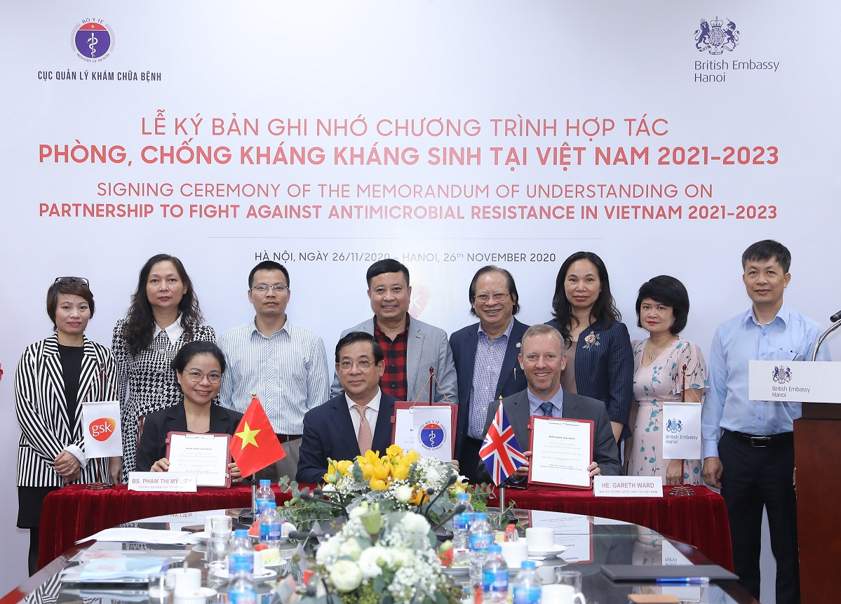 Partnership signed to fight against antimicrobial resistance in Vietnam in 2021-2023