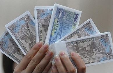 Fresh banknotes exchange fee up to 20 per cent for Tet