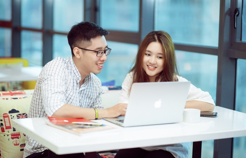 Who takes the initiative in e-learning battle?