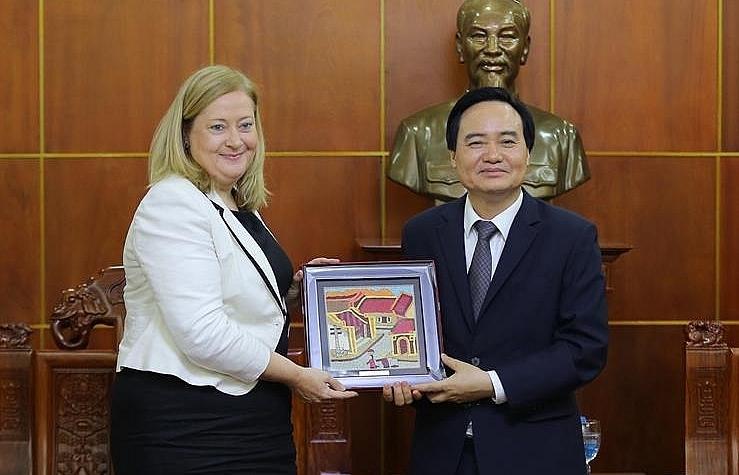 Minister of Education and Training welcomes Irish Ambassador