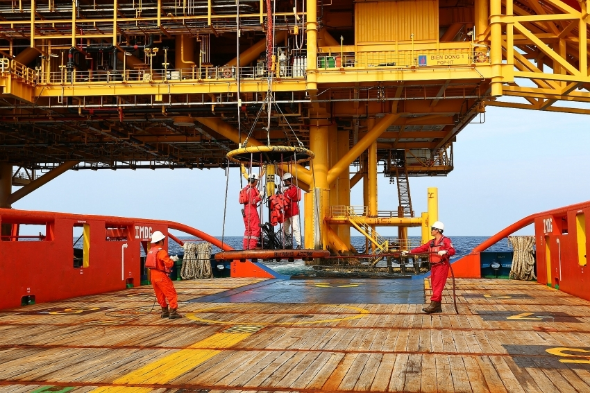 """Fitch Ratings upgrades PetroVietnam's outlook to """"positive"""""""