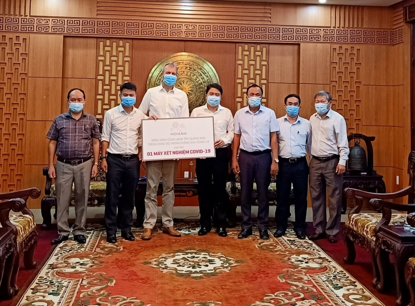 hoiana integrated resort donates testing machine to support covid 19 fight in quang nam