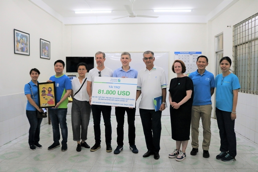 Standard Chartered Bank Vietnam supports COVID-19 prevention and relief efforts