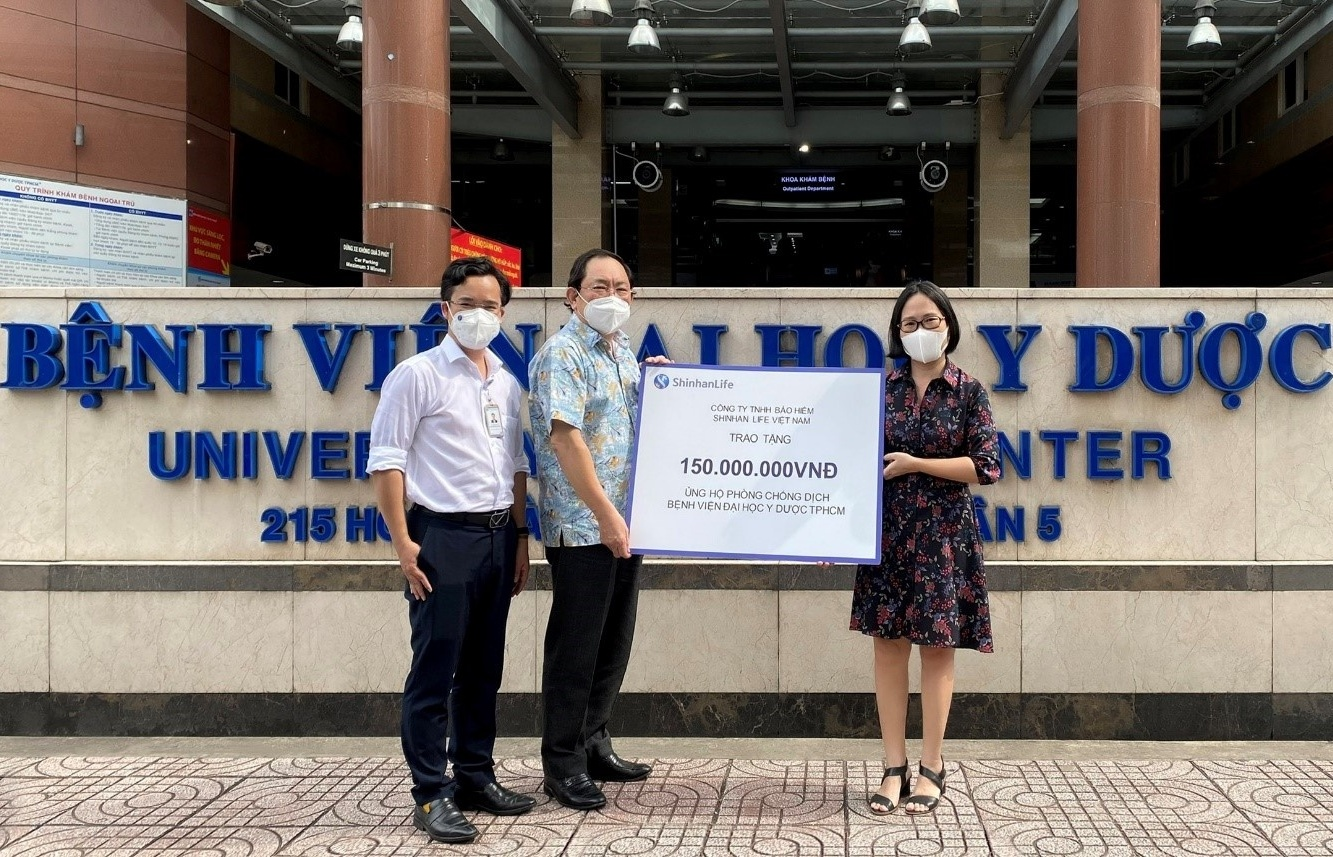 Shinhan Life Vietnam supports COVID-19 fight