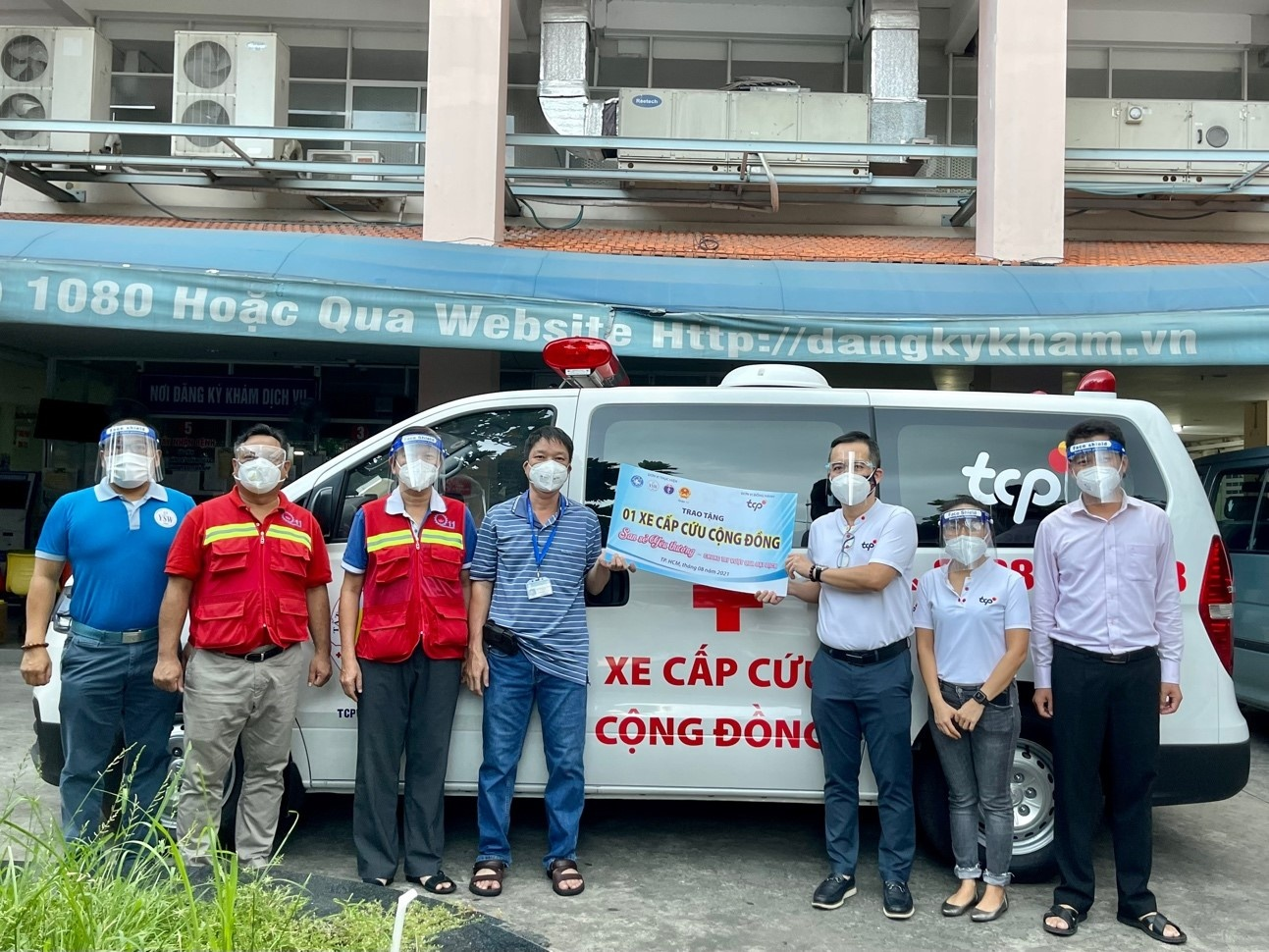 Practical medical relief solutions in Vietnam during pandemic