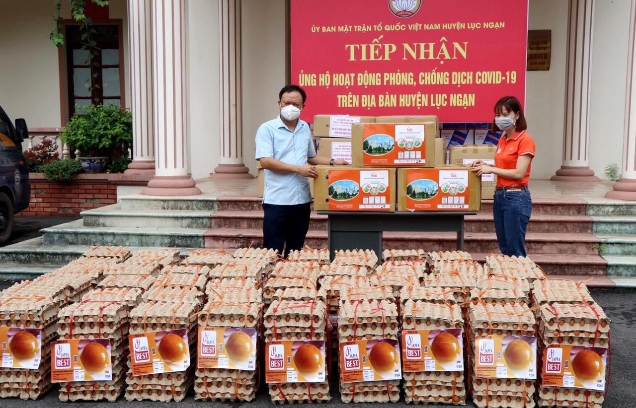 Japfa donates medical equipment to field hospital in Binh Phuoc province