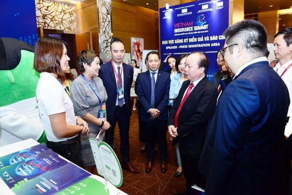 manulife champions a culture of change at vietnam insurance summit 2019
