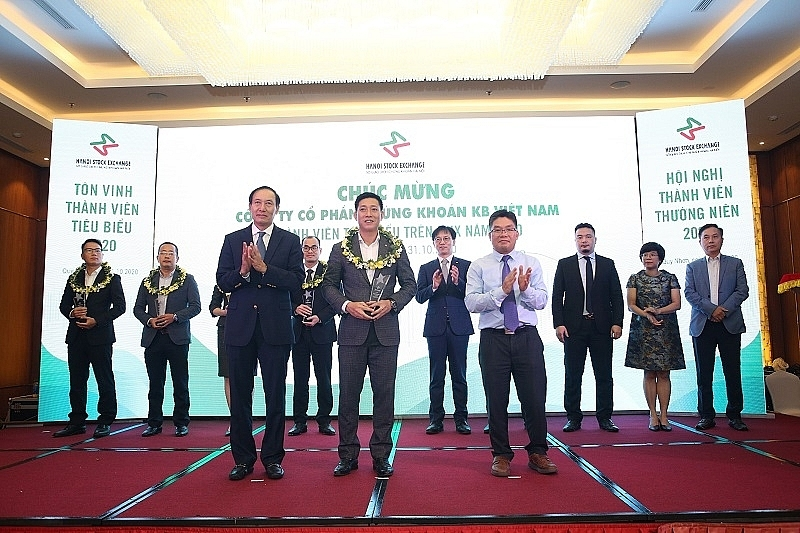 KBSV receives Outstanding Members of HNX 2020 award