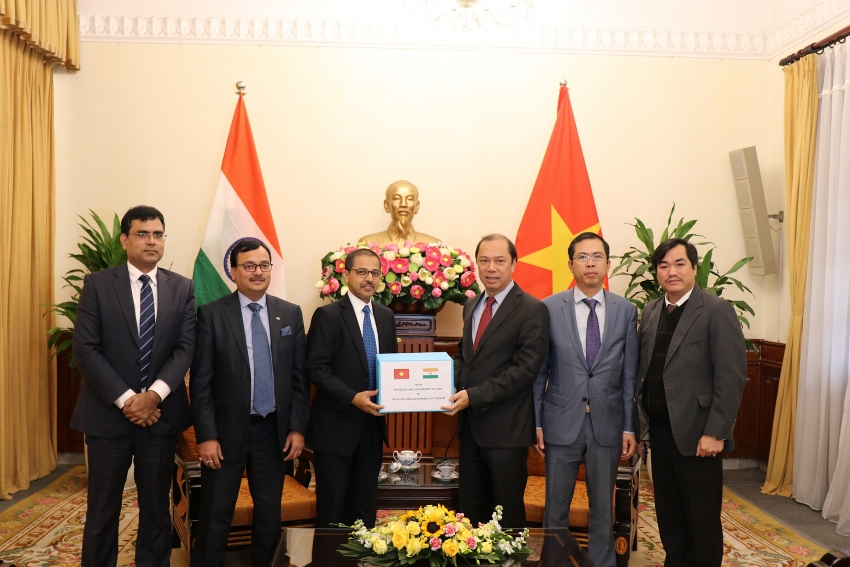 india gifts relief supplies for flood and landslides victims in vietnam