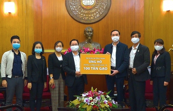Muong Thanh Group donates 100 tonnes of rice to fight against COVID-19