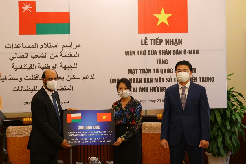 H.E. Saleh Mohamed Ahmed Al Suqri Ambassador of Oman giving symbolic grant to the Representative of the Central Committee of the Vietnam Fatherland Front