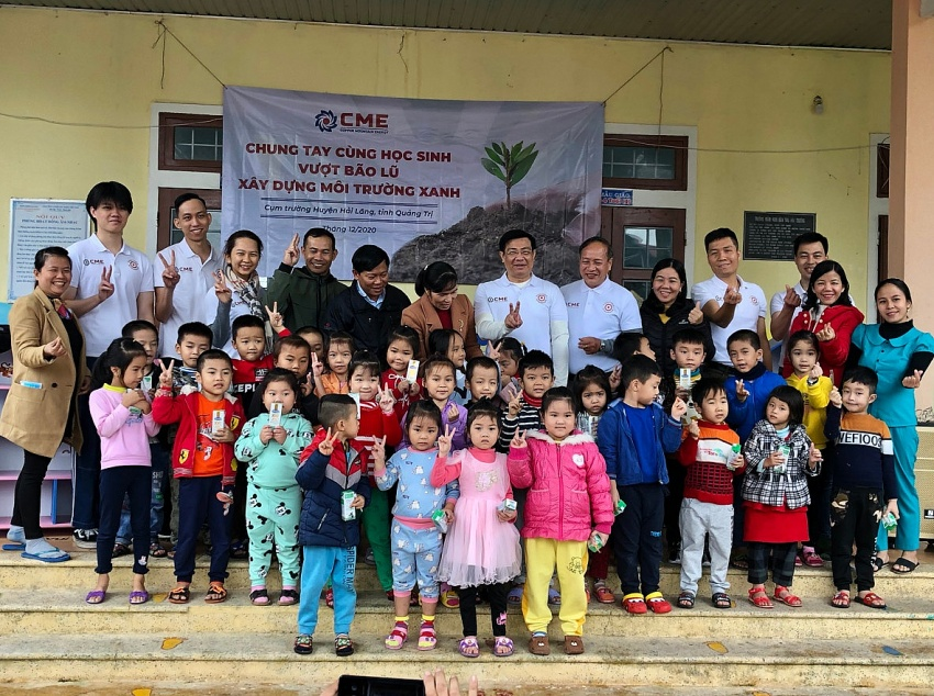 VOI - CME joint-venture gifting laptops, school supplies to Hai Truong Kindergarten to ease flood damages, in 2020