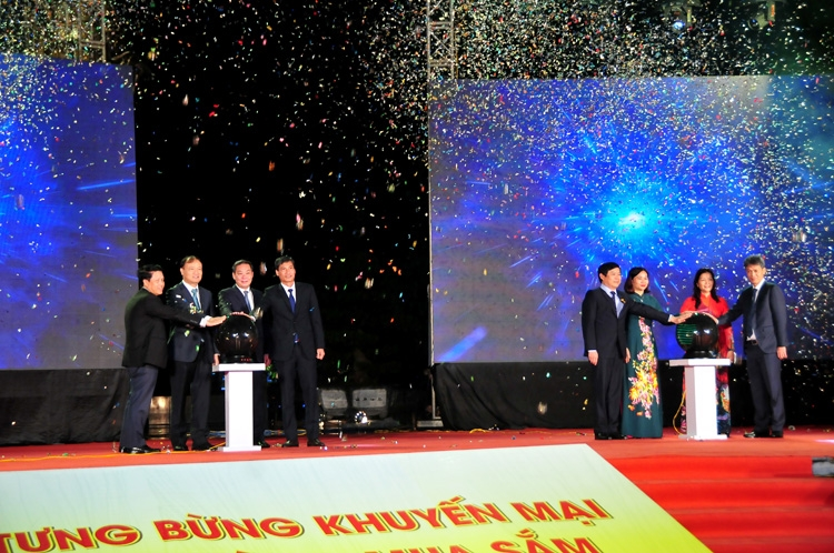 Hanoi launches promotional month and Cash-Free Day 2020