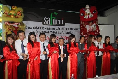Safurni opens city's furniture center