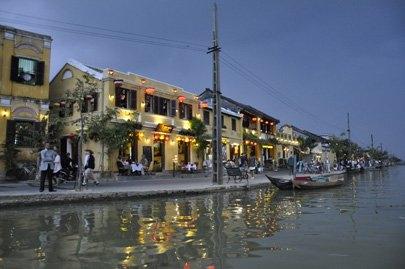 Floating on dreamy Thu Bon River