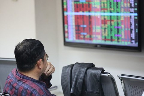 vn index shows signs of correction on investors selling