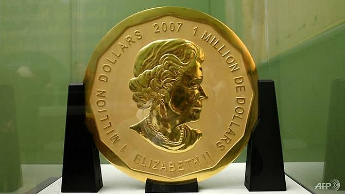 4 men face berlin trial for giant gold coin heist